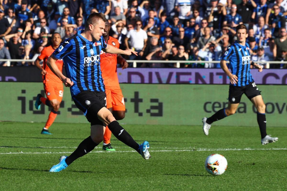 Atalanta beats Napoli 2-0 in Serie A to stay in hunt for 3rd   Napoli- Atalanta