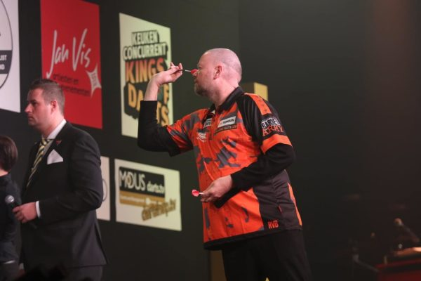 Icons of Darts Live League: webcam tournament of the darts professionals in April